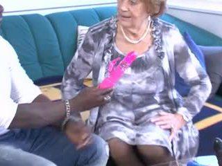 Різний дозріває & бабусі отримати трахкав!