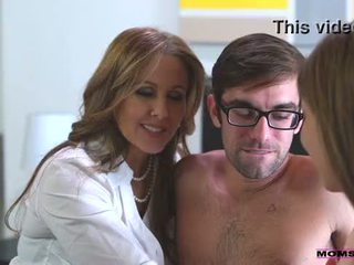 Крок мама fucks син в гаряча трійця