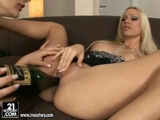 漂亮 euro 色情明星 女孩 cameron cruise licking 和 tooling 她的 friends 的陰戶