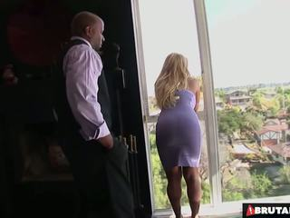 Brutalclips stor boobed tyla uses henne