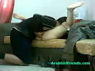 Muslim người phụ nữ spread cô ấy chân và gets âm hộ licked