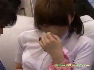 Écolière getting son chatte rubbed avec une bite