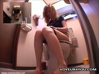 Masturbation v toaleta izba plocha
