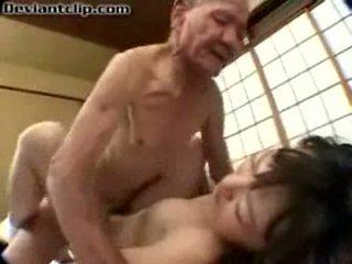 Schlecht japanisch schulmädchen gefickt von alt fart