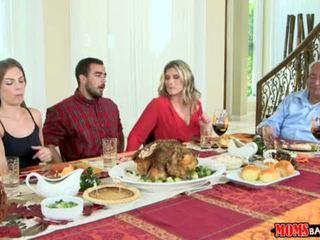 คุณแม่ bang วัยรุ่น - ดื้อ ครอบครัว thanksgiving <span class=duration>- 10 min</span>
