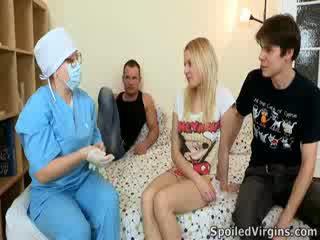Losing ei virginity este an uimitor eveniment și natali wants pentru face the cele mai multe de ea.