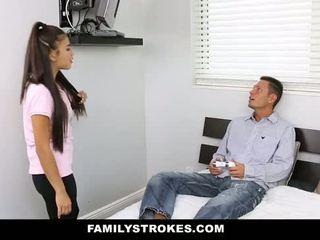 Familystrokes - mea stepsister inpulit mea tata și eu