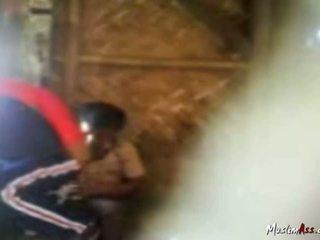 Hijab mergaitė prigautas pakliuvom lauke