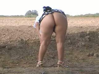 Piss gorda culo pee en calle. bebita mexicana zorra