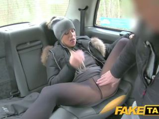Fake taxi dame wants drivers kuk til holde henne warm