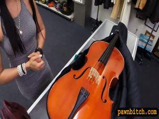 Amateur nana sells son cello et pounded en la coulisses