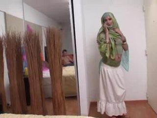 India esposa rides un gorda polla profundo en su boca