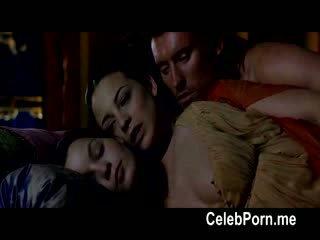 Leonor watling shows 떨어져서 그녀의 tempting 몸