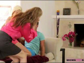 الخطوة أمي julia ann helps stepson و gf