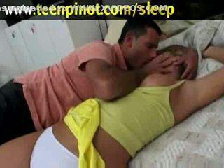 Blondynka laska fucked podczas śpiące w a hotel pokój