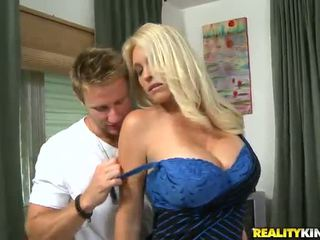Charlee chase the oustanding tittied मिल्फ has निर्मित प्यार द्वारा younger partner