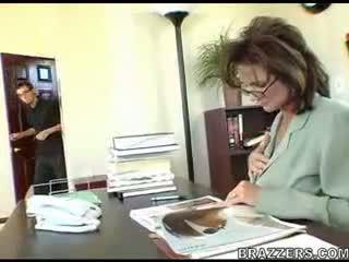 Шеф teasing employe !