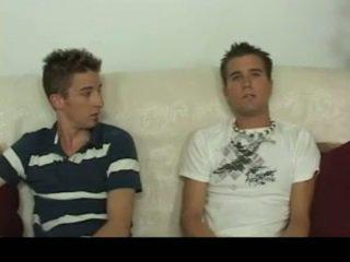Aiden & sean having homosexual sexo em o sofá homosexual porno 4 por gotbroke