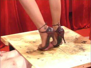 Punheta com o sapato punheta com os pés