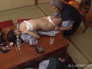Sleaze arisa has su japonesa miel pot shaged por madura guy
