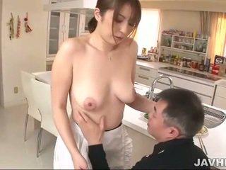 Povekas japanilainen does boobjob