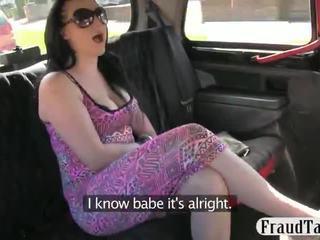Taxi driver steals tento holky peniaze a značky ju sať ho preč na platiť