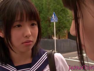 Pequeñita japonesa schoolgirls joder en baño: gratis porno 7a