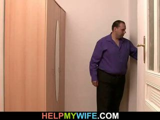 Delivery budak lelaki adalah paid kepada paun muda isteri