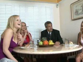 Filthy परिवार वीडियो