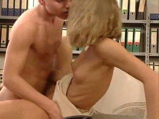 독일의 대단히 뜨거운 사무실 섹스. 아름다운 hottie