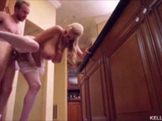 Kelly madison heats нагоре на кухня с тя голям цици