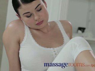 Massaggio rooms giovane beauty con massiccio tette ottenere scopata difficile da grande cazzo