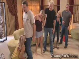 Michael un kimberly pievienoties svingeri couples uz a mežonīga ballīte