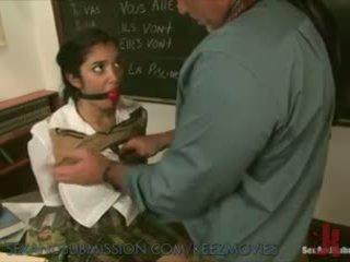 Sexy skolejente learns ny lesson