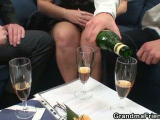 Läkkäämpi rasvainen gets nailed mukaan two dicks