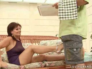 हॉट ग्रॅनड्मा enjoying नॅस्टी सेक्स
