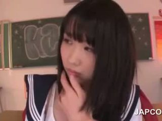 Delicate ázijské školské bábika fucked podľa ju učiteľka