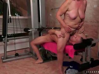Gammel bitch gets knullet hardt i den gym