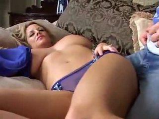 A dormir grande breasted milf