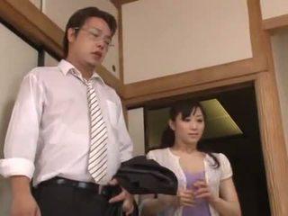 Matura yuu kawakami făcut dragoste oustanding în timp ce un alt dude watches