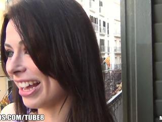 bruneta, deepthroat, vychudnutý