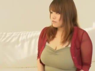 Tłusta azjatyckie dziewczyna z duży cycki