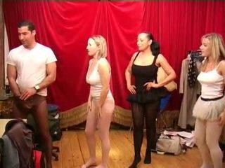 Harisnyatartó előtt a ballet