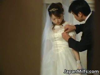 亞洲人 新娘 gets 性交 組 他媽的