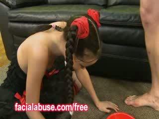 Mały głębokie throat azjatyckie prostytutka loves being shared