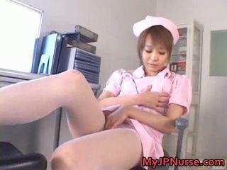 Niesamowite azjatyckie pielęgniarka has zabawka penetration