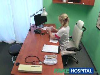 Fakehospital seksuālā medmāsa wants a quick jāšanās