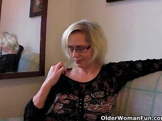 Perverse gjysh pushes të saj fist lart të saj i vjetër kuçkë
