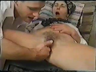 الجدات, شرجي, بالإصبع