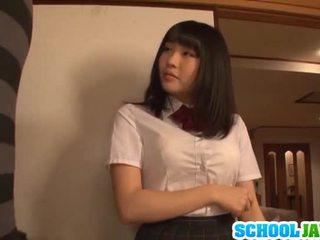 Satomi appreciates suuri pitkä pork dagger